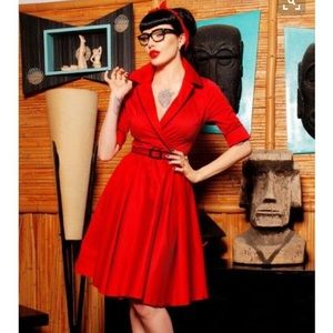 Deadly Dames Red Haunted Housewife L